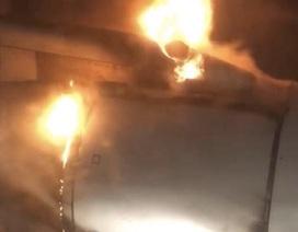 Máy bay chở 85 người cháy động cơ ngùn ngụt