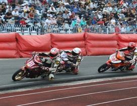 Hơn chục nghìn khán giả đến xem giải đua xe mô tô toàn quốc