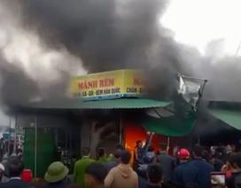 Cháy chợ đầu năm, 50 chiến sĩ vất vả dập lửa