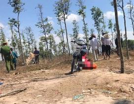 Một thanh niên gục chết giữa bãi đất trống với nhiều vết thương