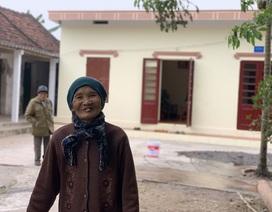 Cụ bà 80 tuổi nghẹn ngào khi được bạn đọc Dân trí xây tặng ngôi nhà mới