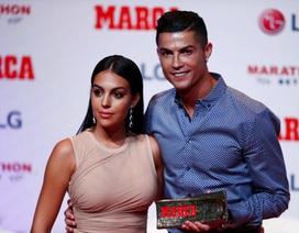 Bạn gái C.Ronaldo mập mờ ám chỉ chuyện đã bí mật kết hôn