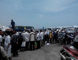 """Phú Quốc """"bỏ ngỏ"""" việc kiểm soát thân nhiệt du khách tại các bến tàu"""