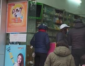 Nhiều người dân Hà Nội đi cả chục cây số vẫn không mua được khẩu trang