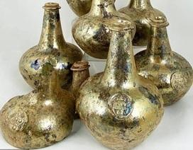 Những bình rượu thủy tinh mạ vàng từ thế kỷ 17 có giá 600 triệu đồng