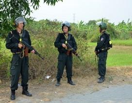 Vụ xả súng bắn chết 4 người: Người dân mặc áo chống đạn hỗ trợ cảnh sát truy tìm nghi phạm
