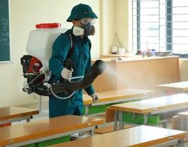 Dịch virus corona: Hà Nội phun khử trùng trường học trong đêm