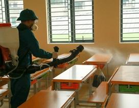 Hà Nội: Trường học ráo riết phun thuốc khử trùng phòng dịch Corona