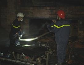 Cháy xưởng gỗ trong đêm, nhiều tài sản bị thiêu rụi