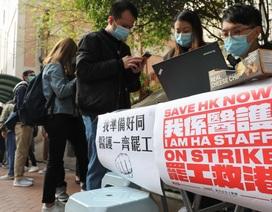 Hơn 2.400 nhân viên y tế Hong Kong đình công đòi đóng cửa biên giới với Trung Quốc