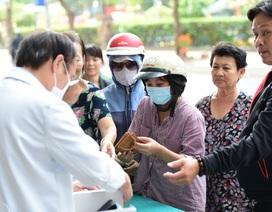 25000 chiếc khẩu trang được phát miễn phí tại Viện thẩm mỹ Siam Thailand