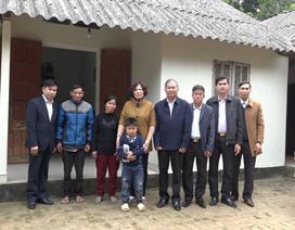 Phú Thọ: Hội Khuyến học tặng quà học sinh có hoàn cảnh đặc biệt khó khăn