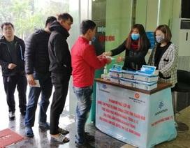 Phát miễn phí 10.000 khẩu trang cho người dân đến Trung tâm hành chính công