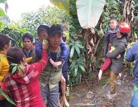 Giải cứu 2 anh em bị lạc bố trong rừng