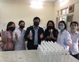 Hơn 250 lít dung dịch phòng nhiễm virus Corona chờ sinh viên trở lại trường
