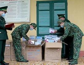 Bắt vụ vận chuyển hơn 20.000 chiếc khẩu trang y tế qua biên giới