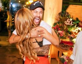 """Neymar nhận """"cơn mưa"""" lời chúc từ các """"bóng hồng"""" trong ngày sinh nhật"""