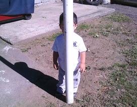 Khi trẻ con chơi trò trốn tìm