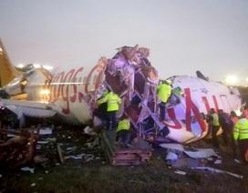 Máy bay chở gần 200 người vỡ làm ba khi hạ cánh
