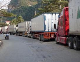 """Thông quan hàng hóa tại cửa khẩu Trung Quốc """"căng như dây đàn"""""""