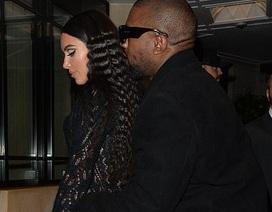 Vợ chồng Kim Kardashian tình tứ đi ăn tối