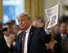 """Ông Trump ăn mừng chiến thắng sau khi trải qua """"thử thách kinh hoàng"""""""