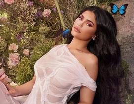 Kylie Jenner nổi bật khi đi xem show thời trang