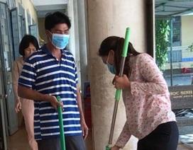 Ninh Thuận: Nghỉ học thêm 1 tuần, giáo viên tất bật vệ sinh trường lớp