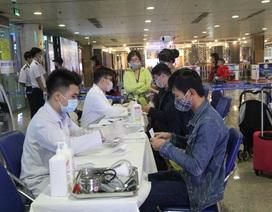 Chốt kiểm soát phát hiện, cách ly khách nghi nhiễm corona tại Tân Sơn Nhất