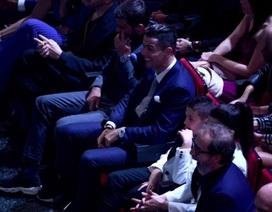 C.Ronaldo hết mình ủng hộ bạn gái khiêu vũ gợi cảm trên sân khấu