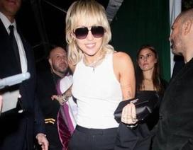 Miley Cyrus né mặt chồng cũ khi cùng tham dự một sự kiện