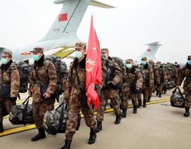 """Quân y Trung Quốc """"tung"""" lực lượng áp đảo trên mặt trận chống dịch corona"""