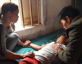 Người mẹ nghèo quặn thắt nhìn con trai chết dần trong căn nhà tàn