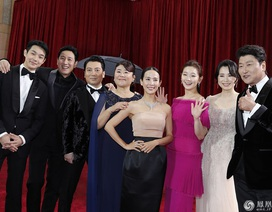 """Khoảnh khắc rực rỡ của dàn sao """"Ký sinh trùng"""" trên thảm đỏ Oscar 2020"""