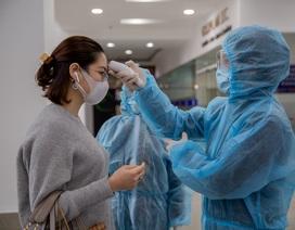 """Nhiều cao ốc ở Hà Nội """"đồng loạt"""" quét thân nhiệt khách, phòng virus corona"""