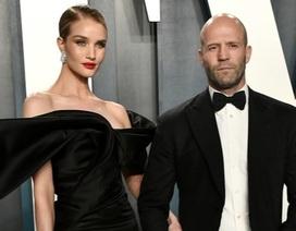 """""""Người vận chuyển"""" đưa bạn gái kém 20 tuổi dự tiệc Oscar"""