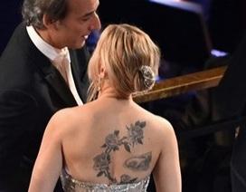 Scarlett Johansson lộ loạt hình xăm khủng tại Oscar