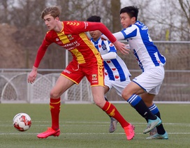Văn Hậu lần đầu đá chính trong vai trò trung vệ ở đội trẻ Heerenveen