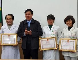 Tặng bằng khen cá nhân, tập thể trong công tác chống dịch virus Covid-19