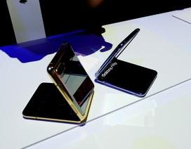 Cận cảnh smartphone màn hình gập Galaxy Z Flip - Nhỏ gọn và bóng bẩy
