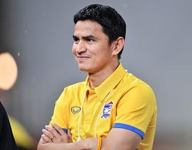 """HLV Nishino """"ấm chỗ"""", Kiatisuk hết cửa trở lại nắm đội tuyển Thái Lan"""