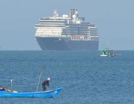 """2.000 người được """"giải phóng"""" khỏi du thuyền bị """"hắt hủi"""""""