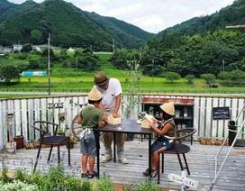 """Cuộc sống bình yên """"như bước ra từ cổ tích"""" của cặp vợ chồng người Nhật"""