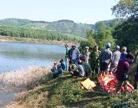 Chìm thuyền khi vượt sông đi vào rừng, 3 người mất tích