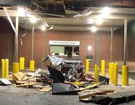 Kéo thiết bị hạng nặng phá cây ATM để cướp tiền