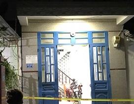 Một thanh niên chết loã thể trong nhà vệ sinh