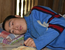 """Chàng trai nằm bất tỉnh 2 ngày trong phòng trọ đang """"chết mòn"""" đau đớn"""