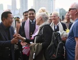 """Campuchia mời hành khách trên du thuyền """"bị hắt hủi"""" tham quan thủ đô"""