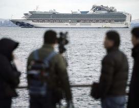 """500 người chuẩn bị rời """"ổ dịch"""" corona ở Nhật Bản"""