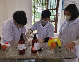 Nhiều trường pha chế sẵn nước rửa tay phòng dịch cho học sinh sau đợt nghỉ